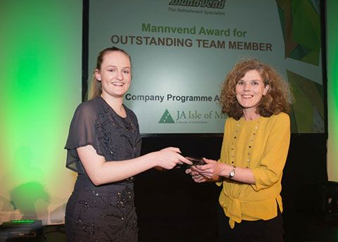 MannVend sponsors the 2017 Junior Achievement award